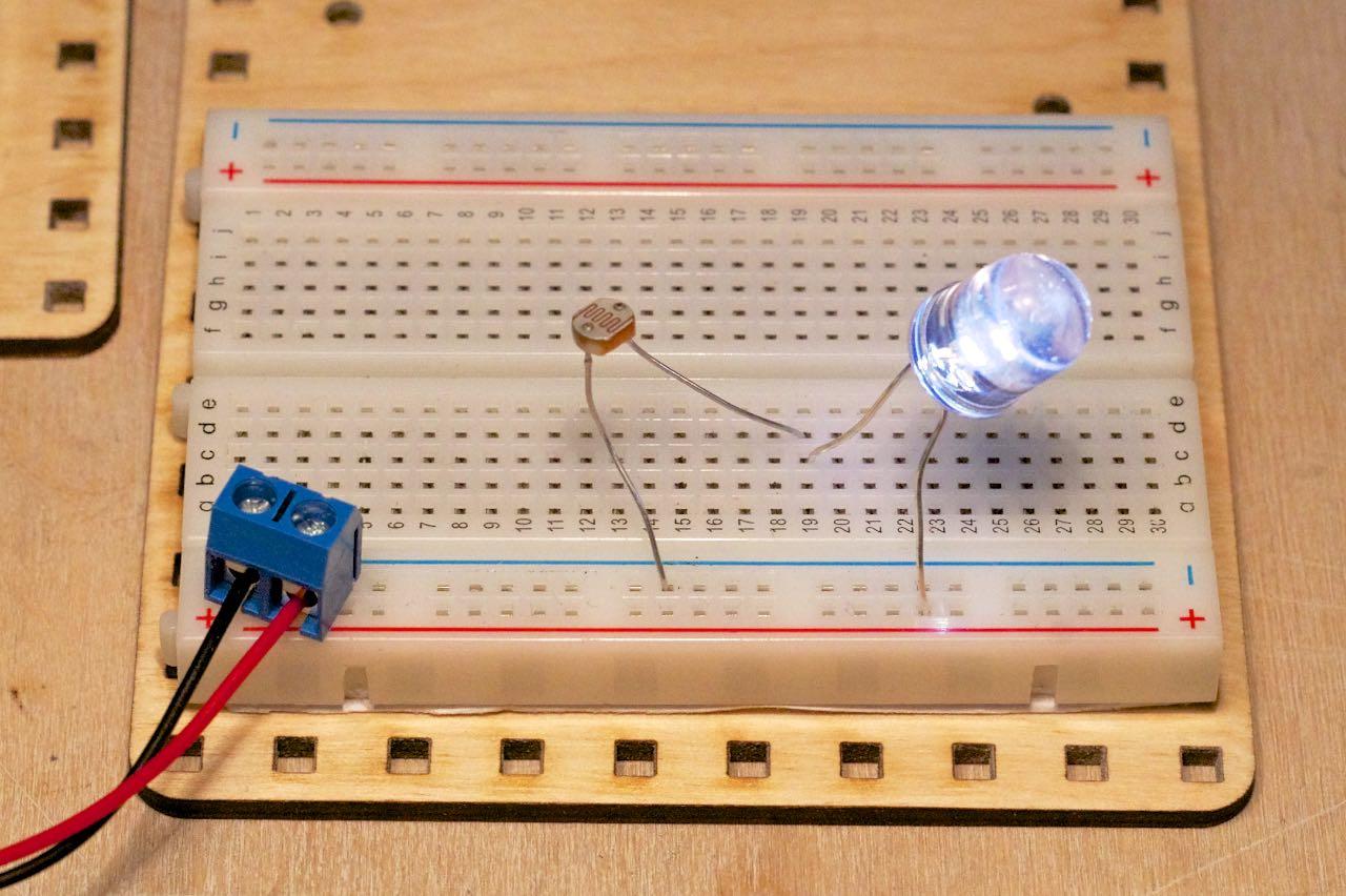 Płytka prototypowa dioda fotorezystor